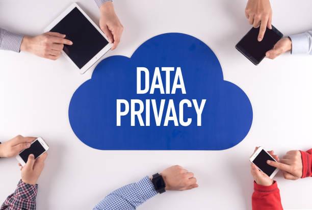 Daten Privatsphäre Gruppe von Menschen digitale Geräte drahtlose Kommunikations-Konzept – Foto