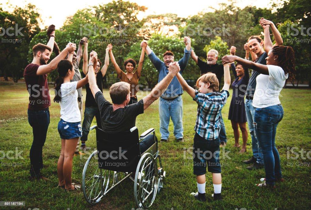 Gruppe von Menschen Hand zusammenhalten im park - Lizenzfrei Afrikanischer Abstammung Stock-Foto