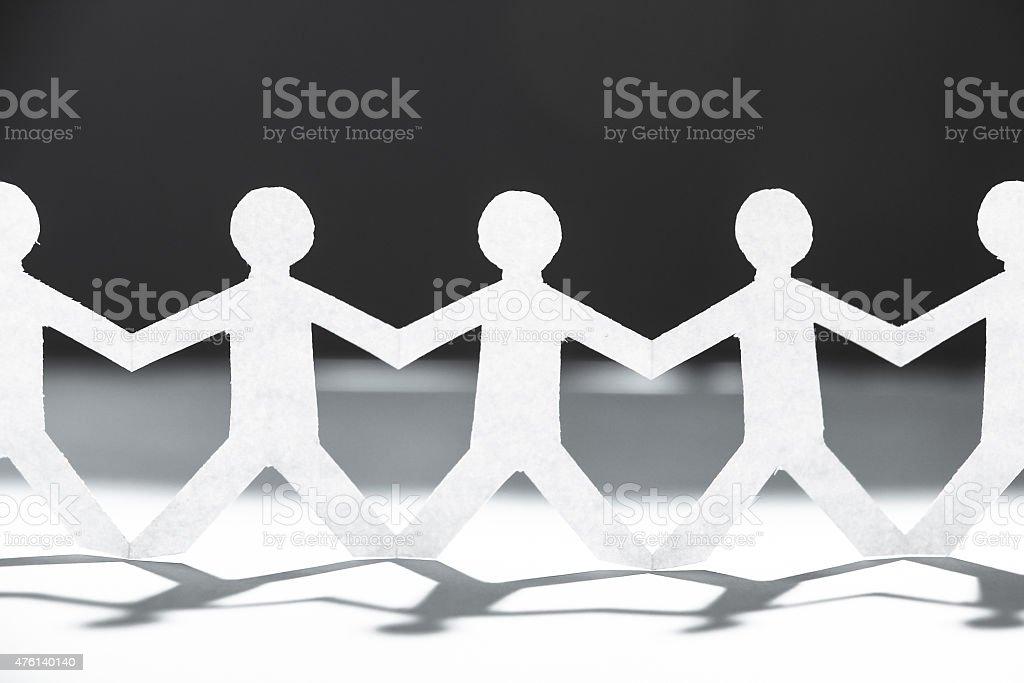 Grupo de pessoas de mãos dadas - fotografia de stock