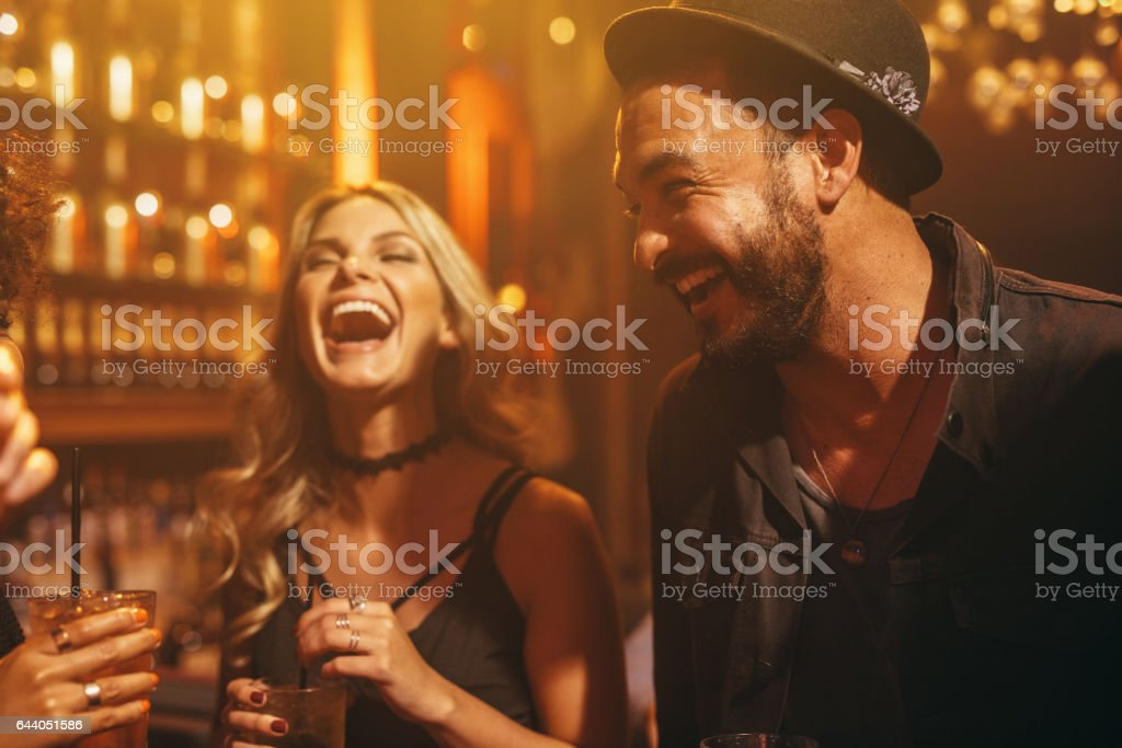 Group of people in the pub having fun – Foto