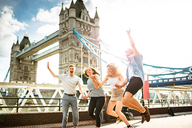 group of people jumping in london - pauschalreise london stock-fotos und bilder