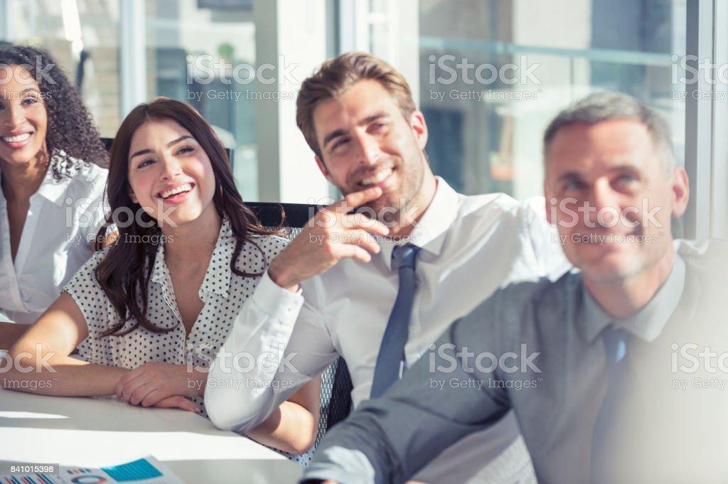 Gruppe von Personen, die einen Vortrag anhören. - Lizenzfrei Afrikanischer Abstammung Stock-Foto