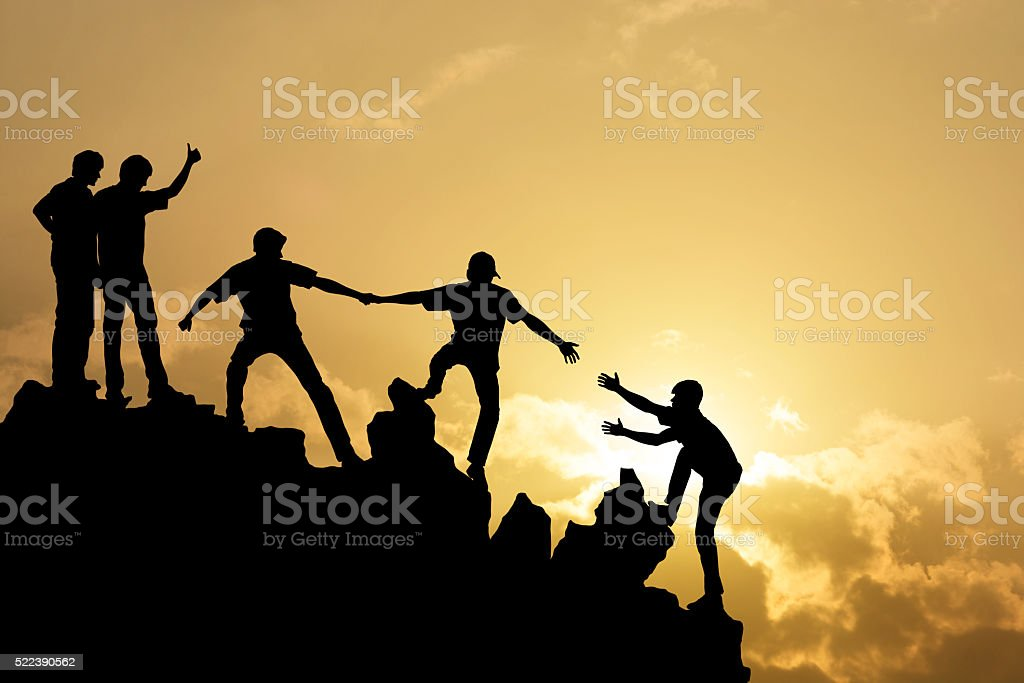 Group of people on peak mountain​​​ foto