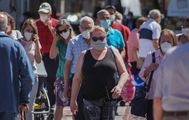 街上的一群人 - 中等人數群 個照片及圖片檔
