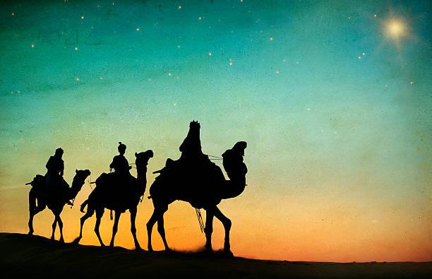 grupo de pessoas dirigindo camelo isolado no fundo - reis magos imagens e fotografias de stock