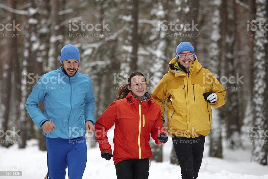 Gruppe von Menschen Laufen im winter – Foto