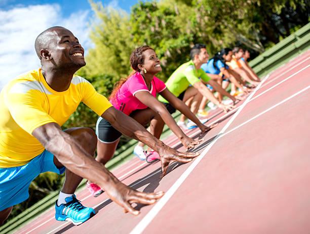 grupo de personas de atletismo - set deportivo fotografías e imágenes de stock