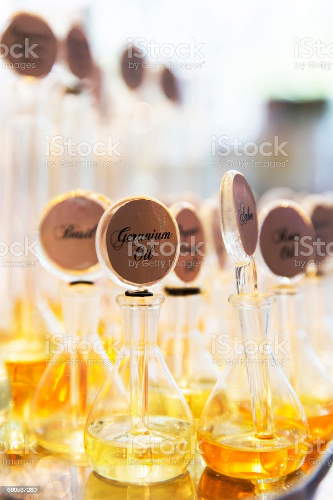 Gruppe von Parfüm-Glas-Flaschen – Foto