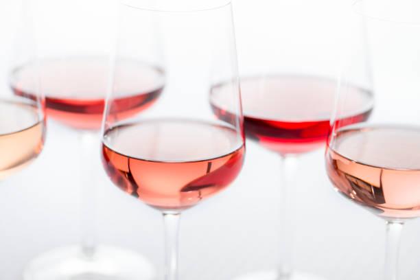 Gruppe von Rose Wein Gläser – Foto