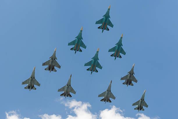 Grupo de soldados avión ruso en la Plaza Roja - foto de stock
