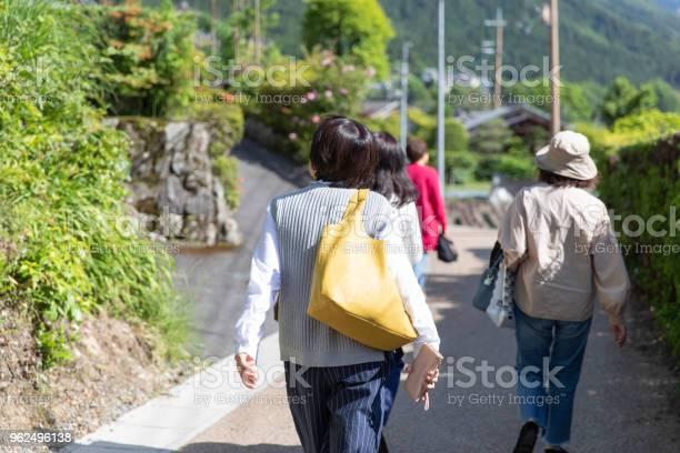 Foto de Grupo Feminino Japonês Feminino Sênior De Férias e mais fotos de stock de 60 Anos