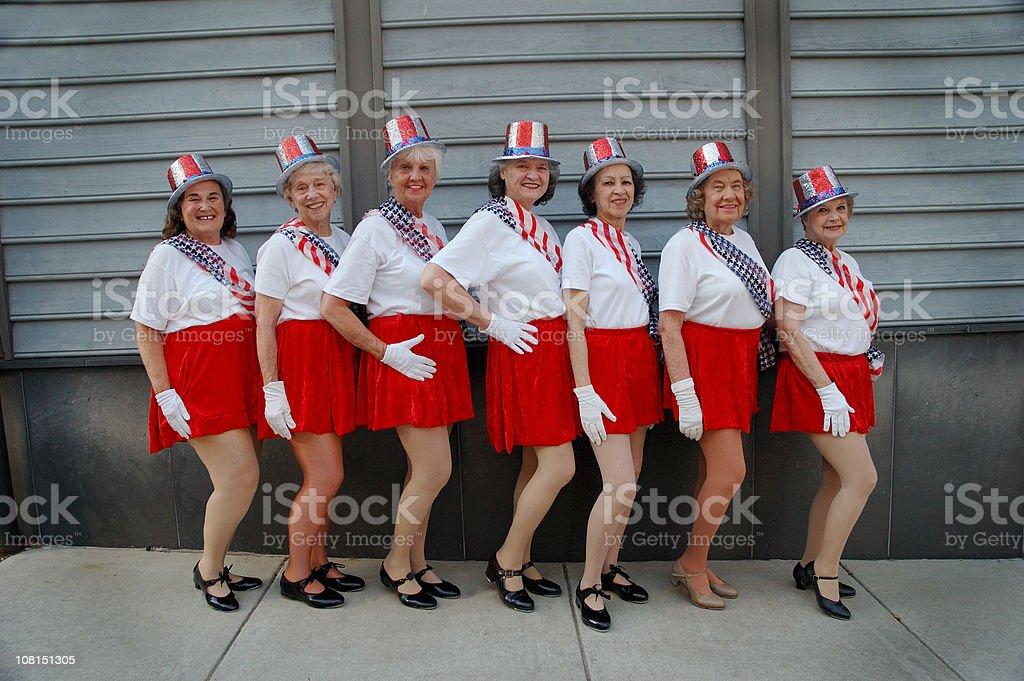 alte Damen posieren