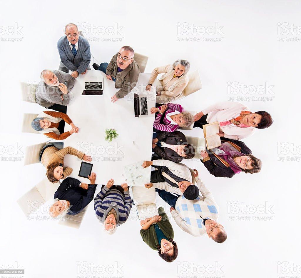 Grupo de jubilados haciendo actividades de esparcimiento. foto de stock libre de derechos