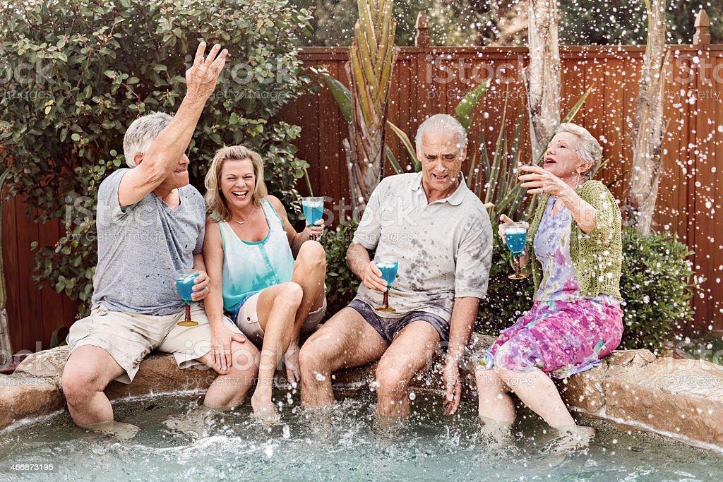 Groupe de personnes âgées baignade dans le jacuzzi#174 \;; - Photo