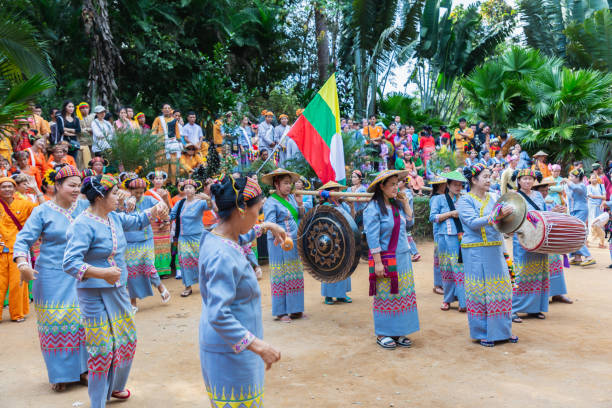 Group of Shan or Tai Yai (ethnic group living in parts of Myanmar and Thailand) in tribal dress do native dancing in Shan New Year celebrations. - foto stock