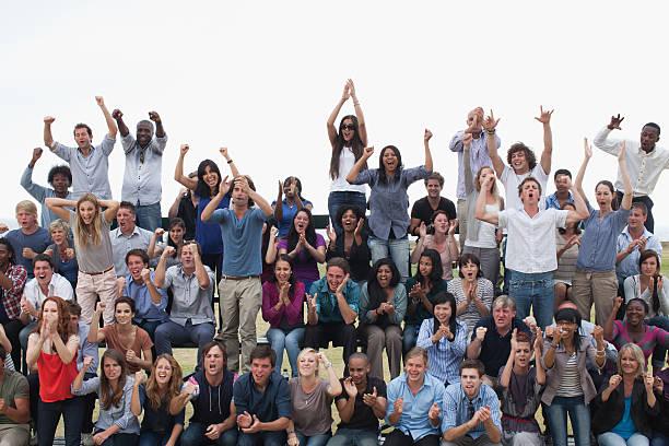 グループ観客の喜び - 観客 ストックフォトと画像