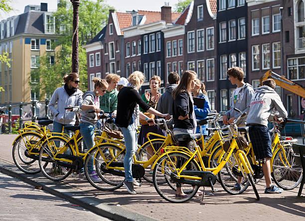 Gruppe von Studenten und Lehrer auf einem city bike tour – Foto