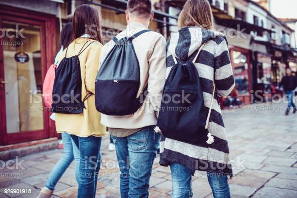 Group of students with backpacks walking after school picture id929901918?b=1&k=6&m=929901918&s=612x612&h=aqc1q 5aaqdxf7wmeuzwahandyhsy3vk7whrmqr8neu=