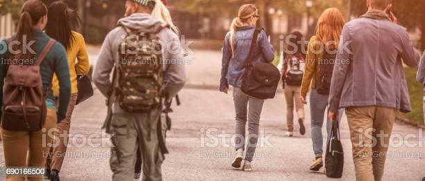 Group of sudents walking through the park picture id690166500?b=1&k=6&m=690166500&s=612x612&h=lc3aufi feydg tmso1gmnucszegyny3u1sb5eskbr0=