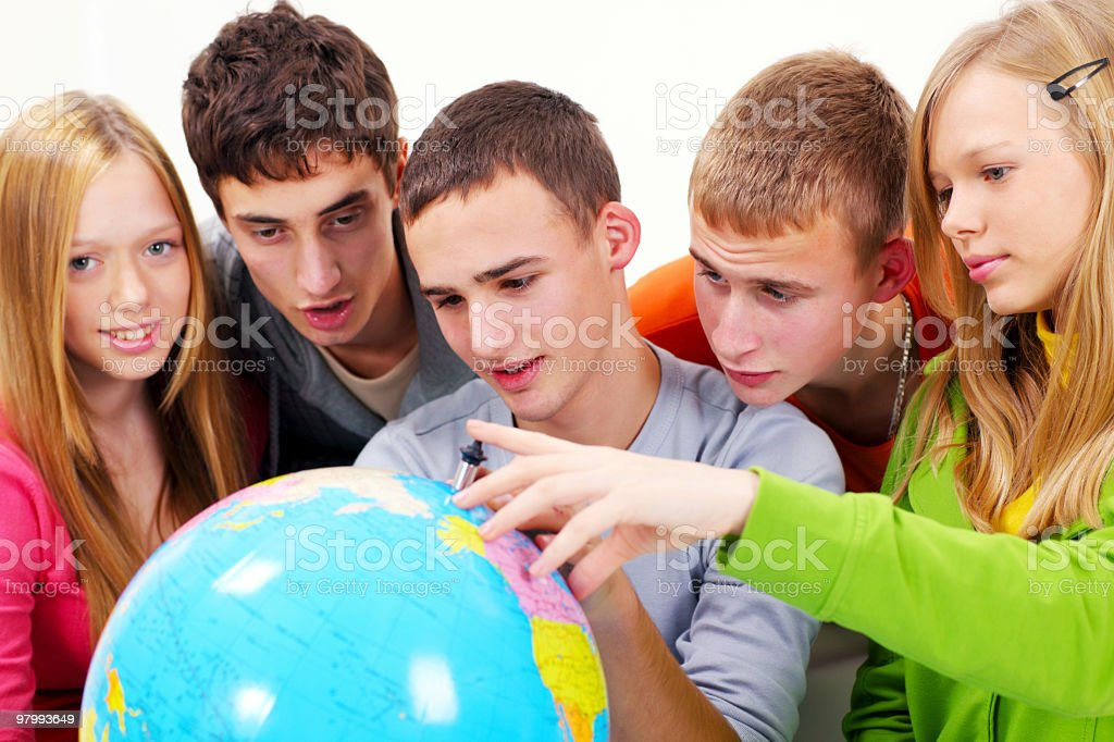 Group of teenagers with terrestrial globe. royalty free stockfoto