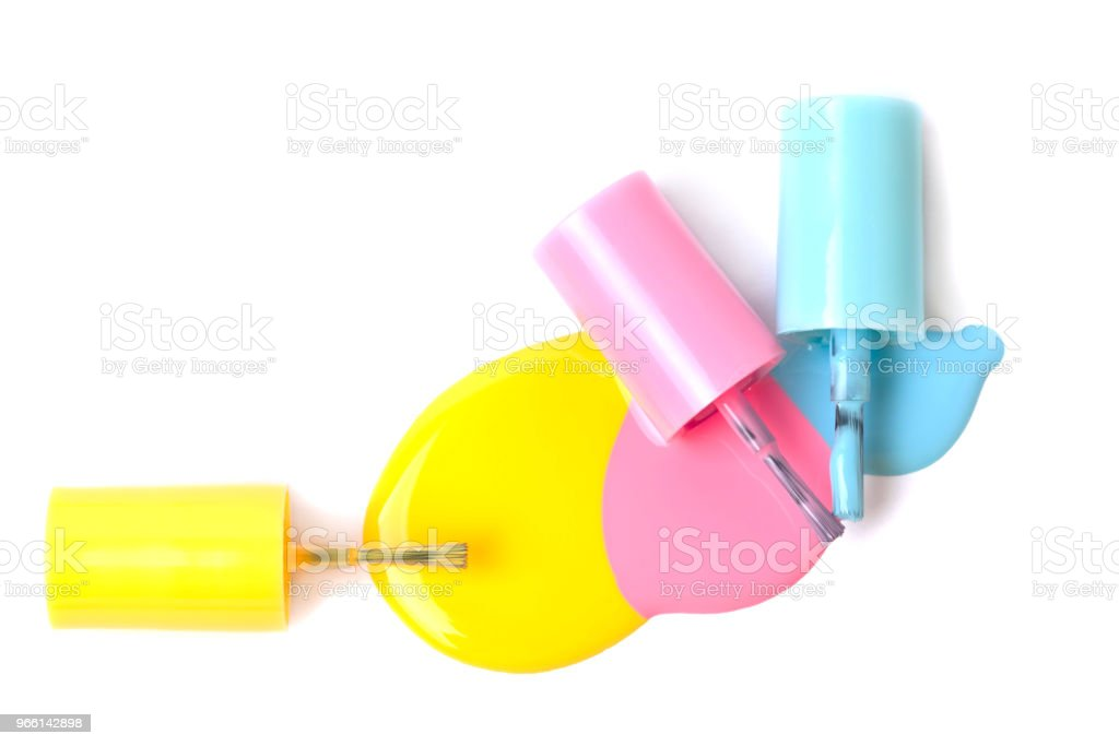 Gruppe von drei bunten Nagellack Flaschen auf verschüttete Farbe - Lizenzfrei Accessoires Stock-Foto