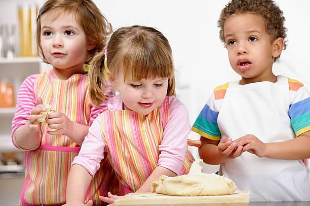Gruppe von Babys/kleine Kinder Profilleiste Teig – Foto