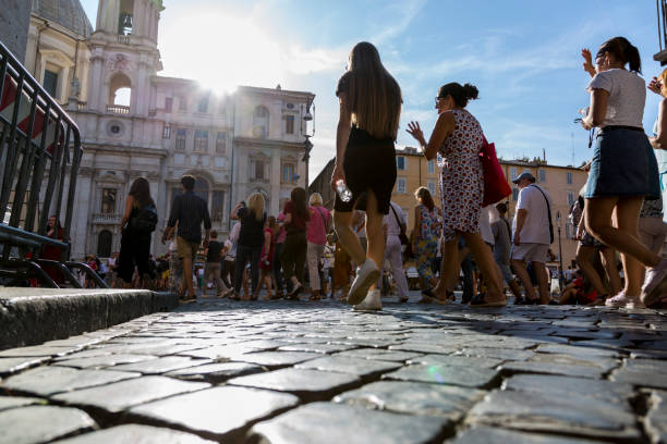 a group of tourists on a street in the center of rome - rome road central view foto e immagini stock