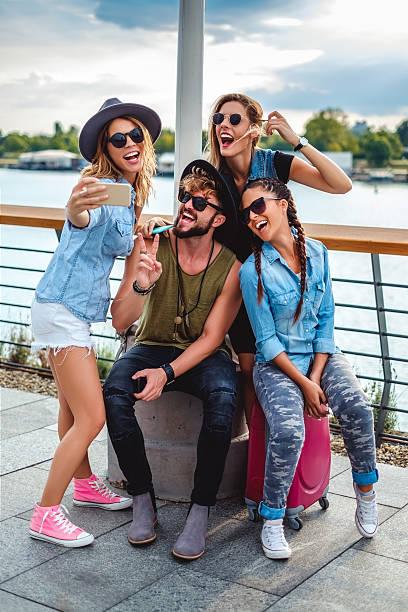 group of tourists taking selfie by the river - happy weekend bilder stock-fotos und bilder