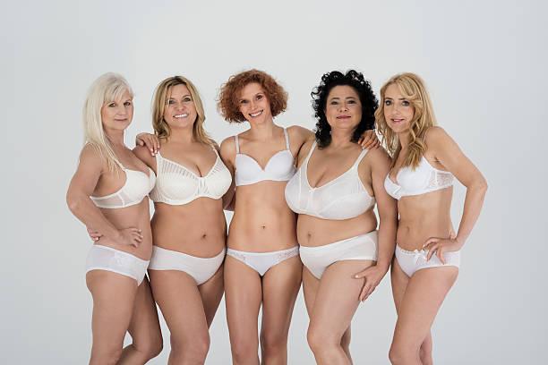 grupo de mujer con cuerpo natural - desnudos fotografías e imágenes de stock