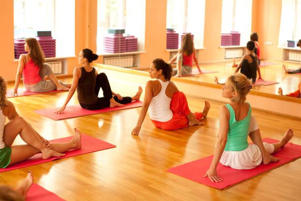 Gruppe von Frauen am yoga-Kurs – Foto