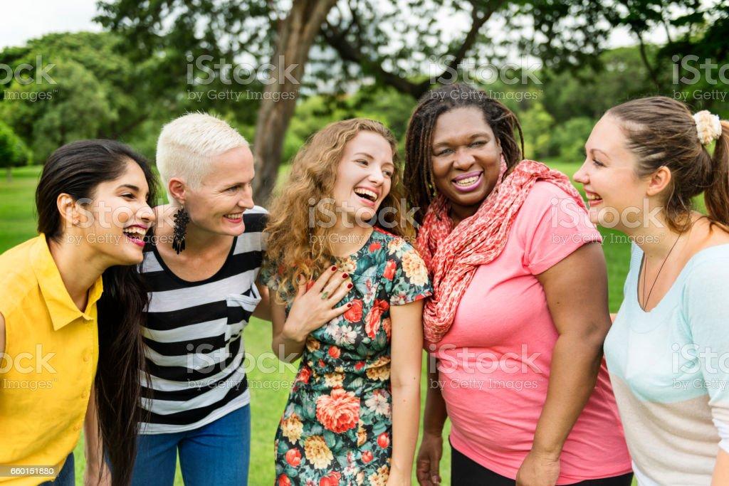 女性社会化グループ チームワーク幸福概念 - お祝いのロイヤリティフリーストックフォト