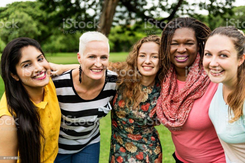 Gruppe von Frauen knüpfen Teamwork Glück Konzept - Lizenzfrei Erwachsene Person Stock-Foto