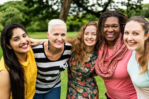 Gruppe Von Frauen Knüpfen Teamwork Glück Konzept Stockfoto und mehr Bilder von Erwachsene Person