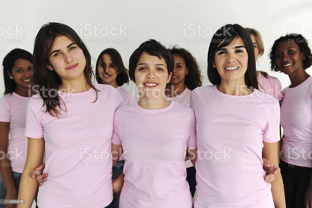 Grupo de mujeres usando rosa - foto de stock