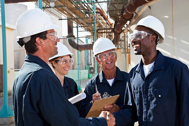 Groupe de travailleurs dans l'usine de fabrication de réunion - Photo