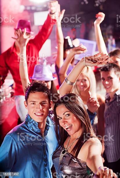 Девочки и мальчики в ночном клубе клуб рим москва