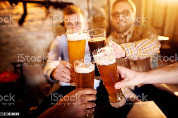 Group of young men clinking glasses with a beer in the sunny pub picture id961881398?b=1&k=6&m=961881398&s=612x612&h=gwxifzjv35y4rjuqreeuq  4kxr5qhkwr1ssczijcoa=