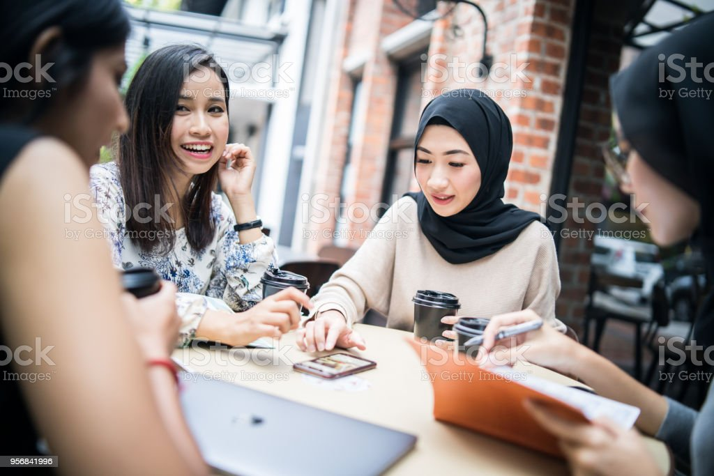 where to find girls in malaysia