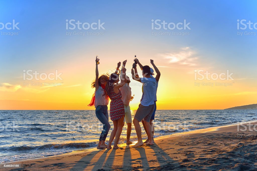 group of young people dancing at the beach – Foto