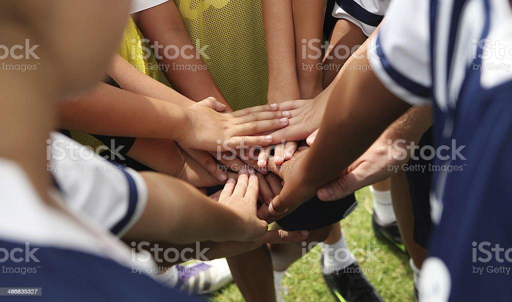 Gruppo di giovani persone mani - foto stock