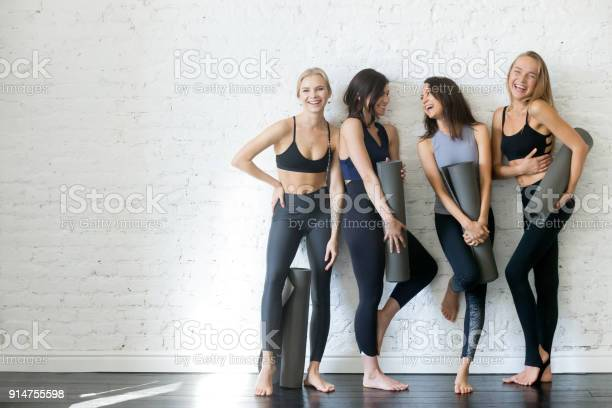 Group of young sporty girls with yoga mats copyspace picture id914755598?b=1&k=6&m=914755598&s=612x612&h=fhzatrgwxprrft4z j q9fomlagauufagi34q1umwdg=