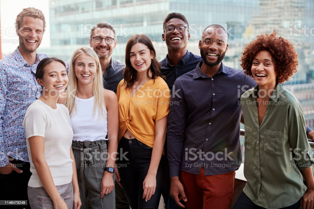 Group portrait of a creative business team standing outdoors, three quarter length, close up - Royalty-free 20-29 Years Stock Photo