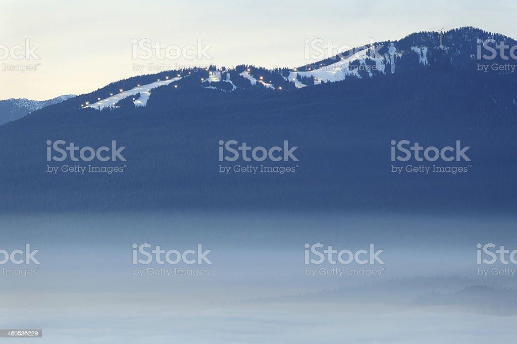 Grouse Mountain – Dämmerung Nebel, British Columbia – Foto