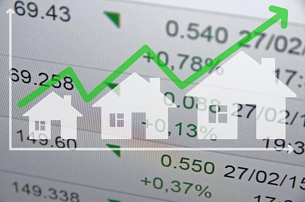 Wachsende Wohnen Markt. Uptrend Pfeil. – Foto