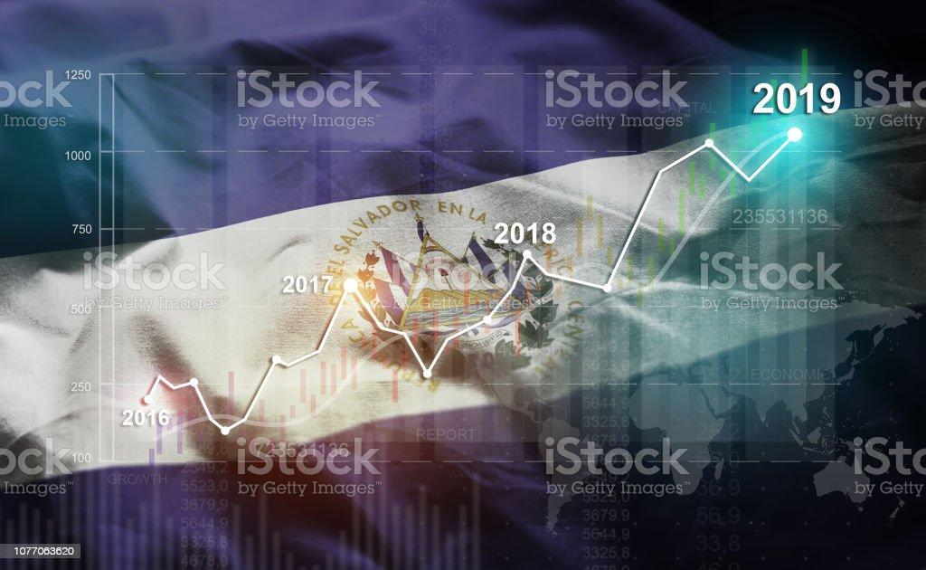 Creciente estadística financiera 2019 contra la bandera del Salvador - foto de stock