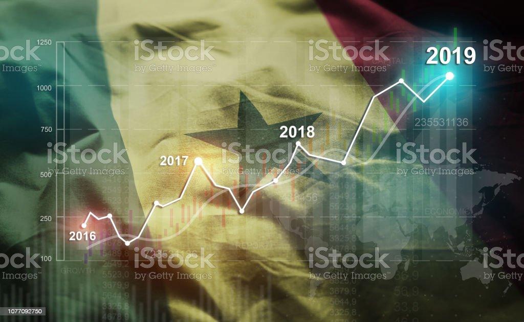 Crescente estatística 2019 financeira contra a bandeira do Senegal - foto de acervo
