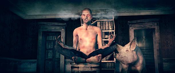 grumpy man desperately trying at yoga - achtsamkeit persönlichkeitseigenschaft stock-fotos und bilder