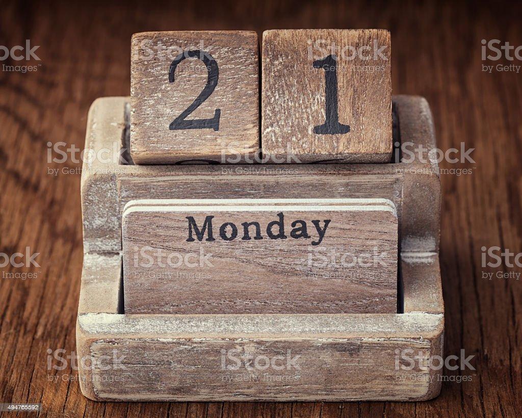 Grunge-Kalender zeigt Montag, den 21. – Foto