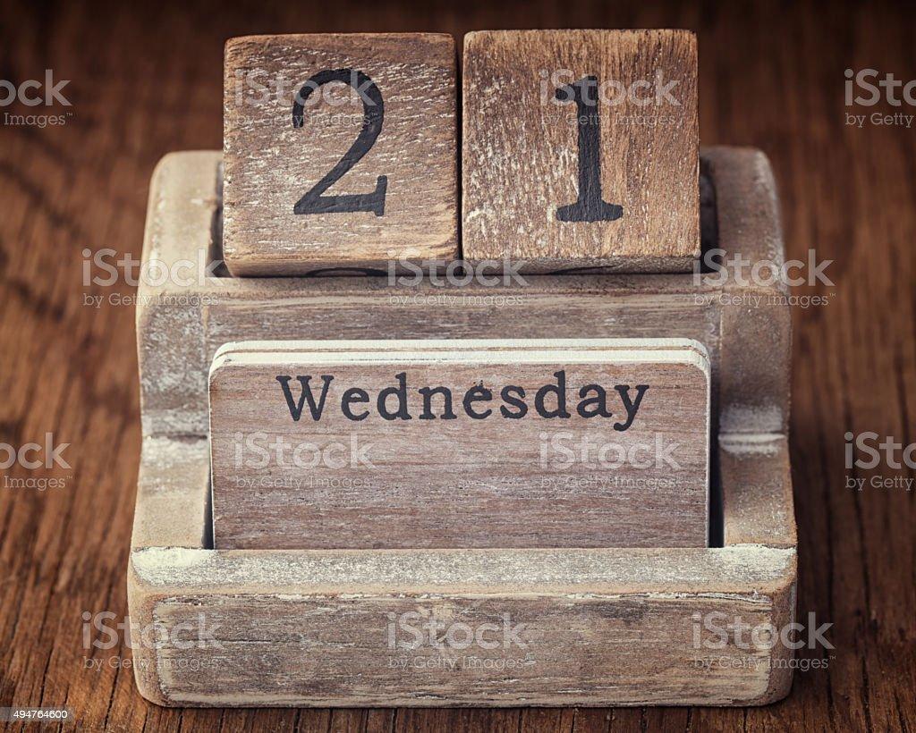 Grunge-Kalender zeigt Mittwoch, den 21. auf hölzernen backg – Foto