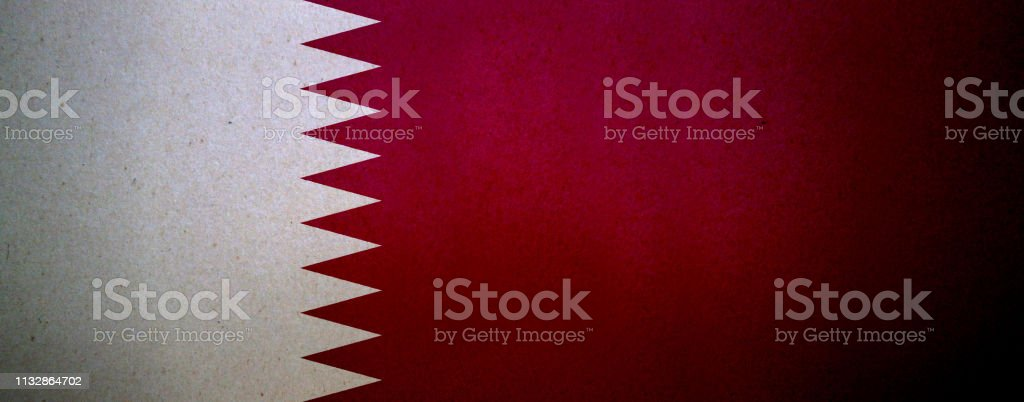 Bandera grunge de Qatar impresa en un papel - foto de stock